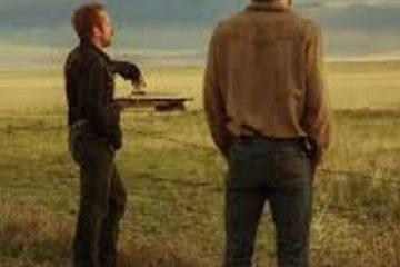 Deux homme regardent l'horizon